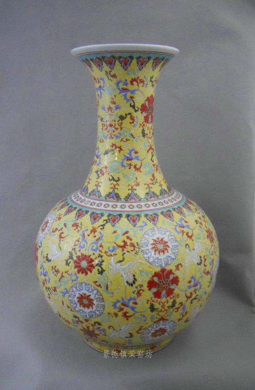 Ryrk01 Qing Qianlong Dynasty Yellow Famille Rose Vase