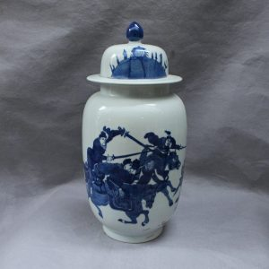 RYVX12 blue and white outdoor vase with lid