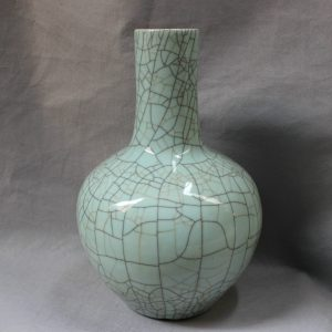 RYXC02 Chinese Porcelain Crackle Bubble Vase