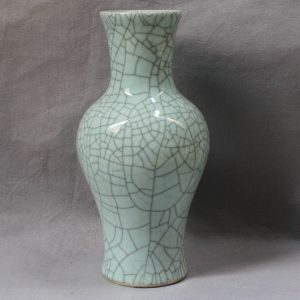 RYXC03 Chinese Porcelain Crackle Vase