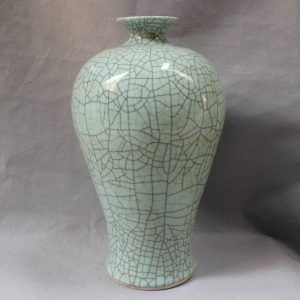 RYXC13 Jingdezhen Crackle Glazed Vase
