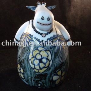 Ceramic cow animal figure WRYEK01