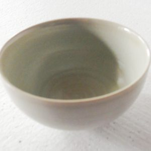RYGZ11 White crackled porcelain bowl