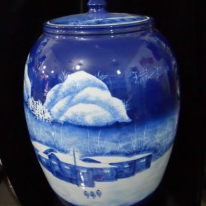 WRYLX04 blue white large ceramic jar