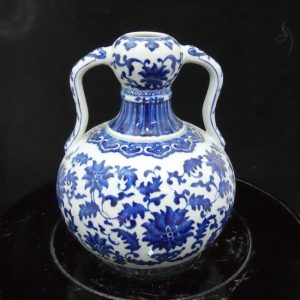 WRYJU01 Chinese Blue and White Ceramic Vase