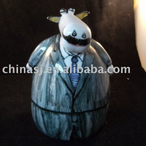 amused animal Ceramic cow figurine WRYEK02