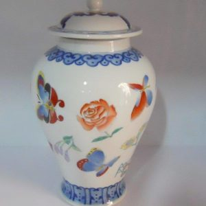 Oriental porcelain jar with cover WRYAS67