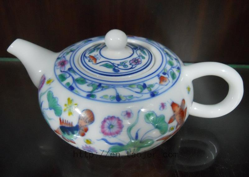 Chinese Porcelain Tea Pot with Colorful Pattern RYG82
