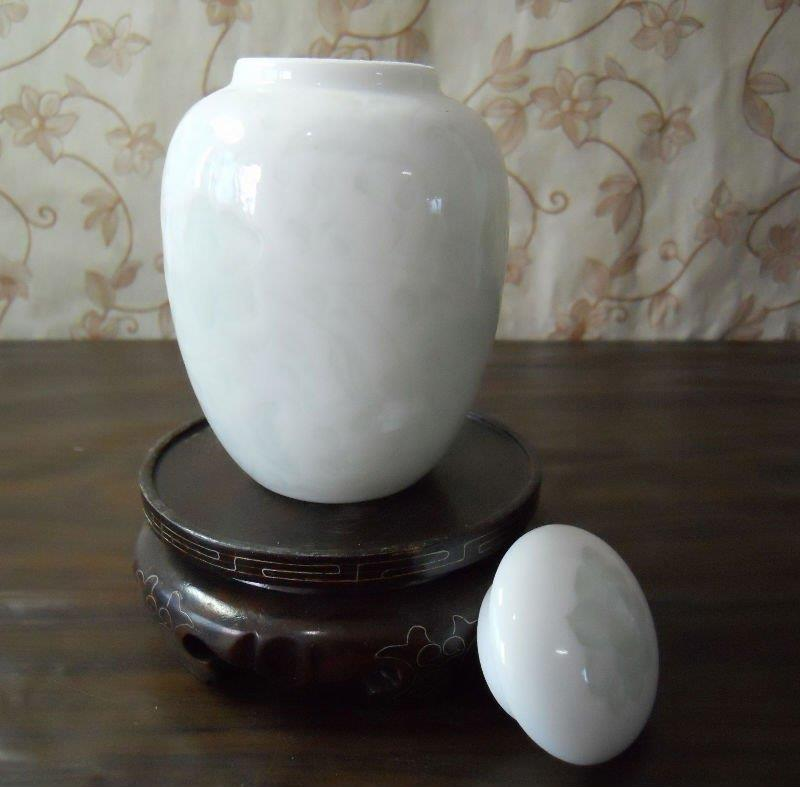 WRYAA21 small white porcelain tea jar with sealed cover