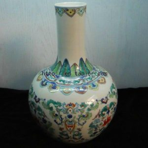 WRYMI03 Antique doucai floral porcelain Vase