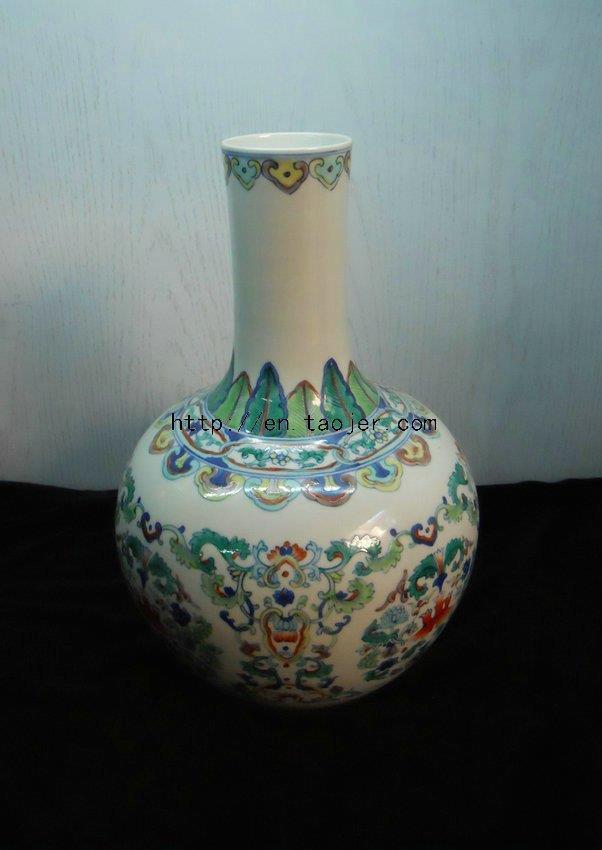WRYMI03 Antique doucai floral porcelain Vase
