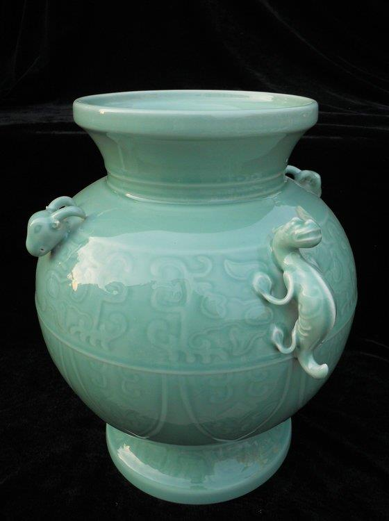 WRYKX07 Antique style celadon porcelain vase