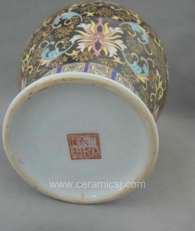WRYRI01 Qing Dynasty black Famille rose Ceramic ginger jar