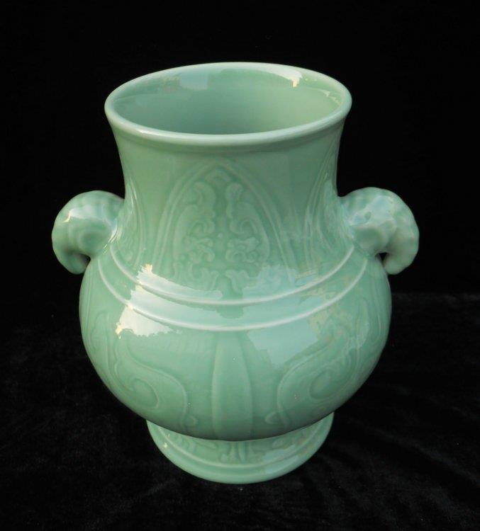 WRYKX03 hand engraved celadon green vase