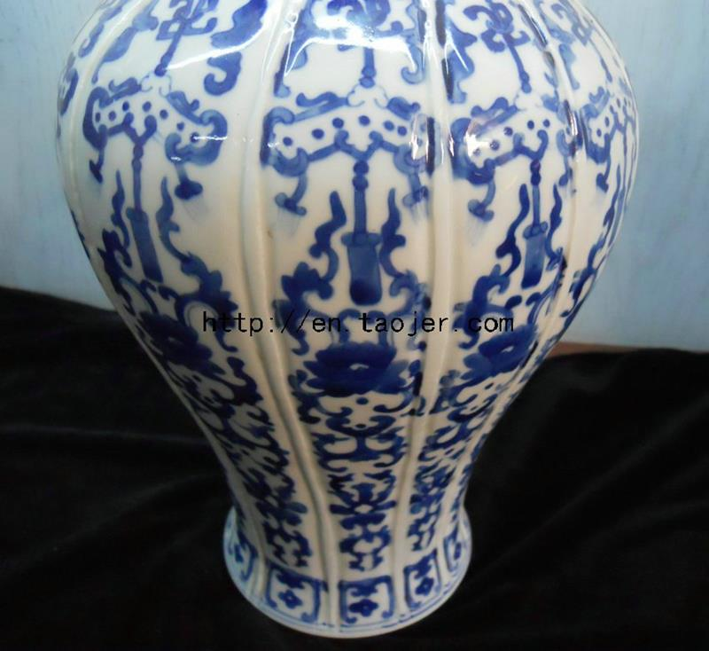 Antique blue and white porcelain Vase WRYMI02