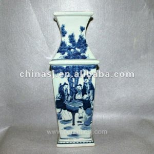 RYUK02 Blue and white square porcelain Vase