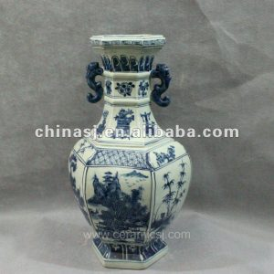 Blue and white triangular form porcelain jar RYUK07
