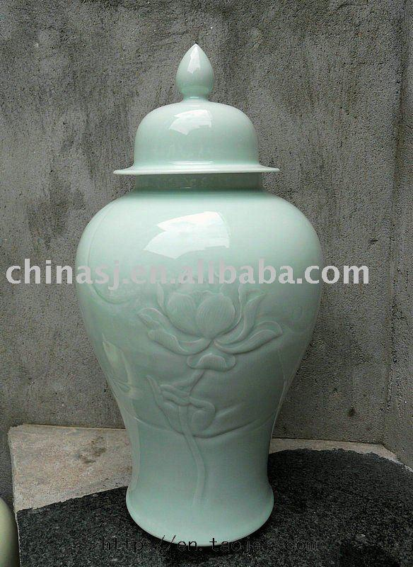 WRYKB56 celadon green engraved water lily porcelain temple jar