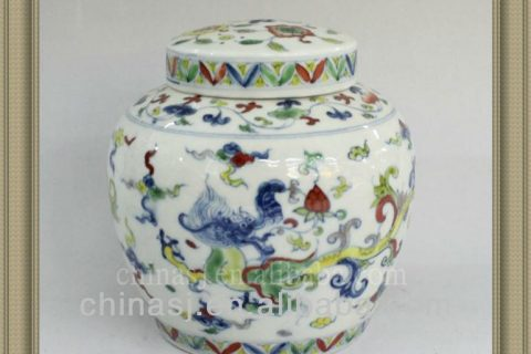 A Pair of Large Blue and White Vases with Covers --ceramic jar