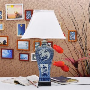 TYLP04 Chinese Floral Blue and White Porcelain Lamp