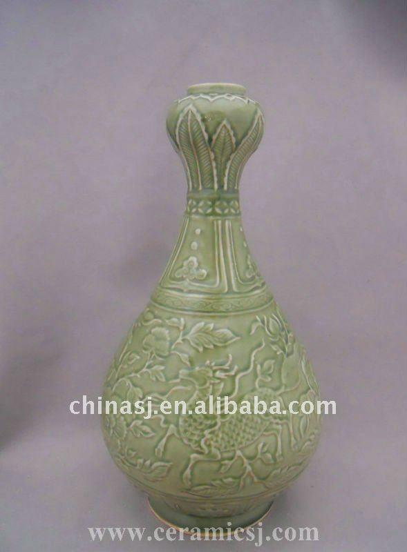 WRYPL07 Porcelain Garlic Mouth Vase With Engraved flower