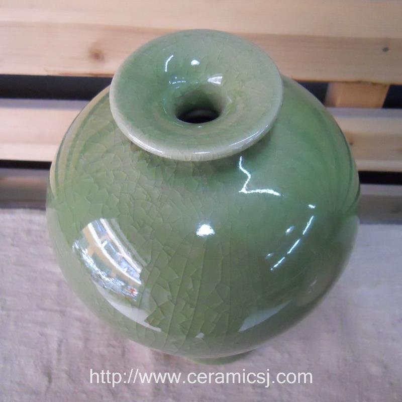 WRYMK02 Crackled green Meiping Vase