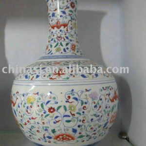 WRYAS100 Chinese Qing dynasty floral porcelain Vase
