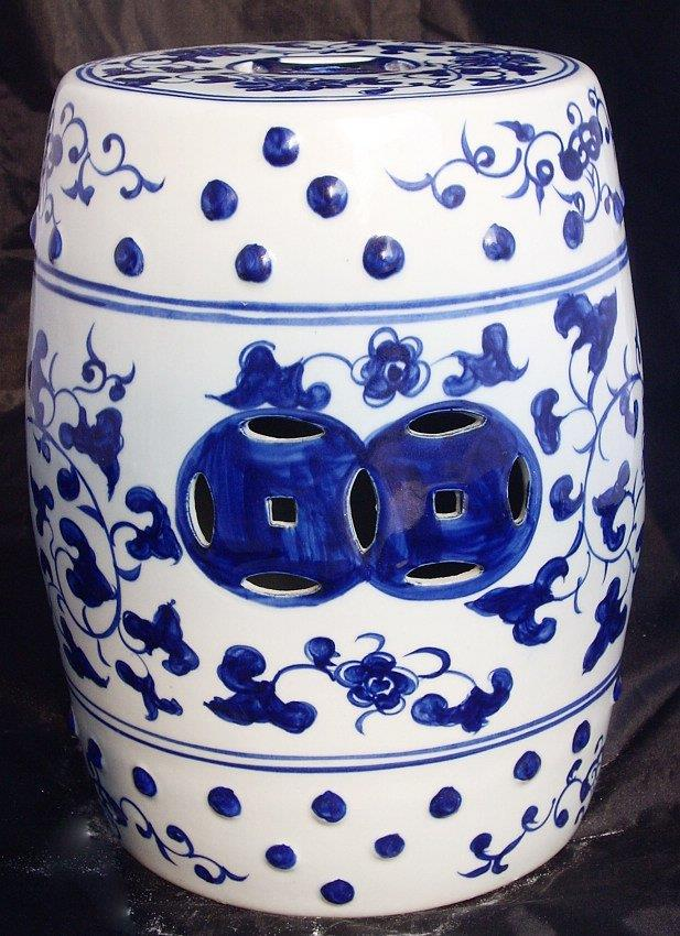 WRYAY203 hand painted Blue and White Ceramic Garden stool with beautiful design