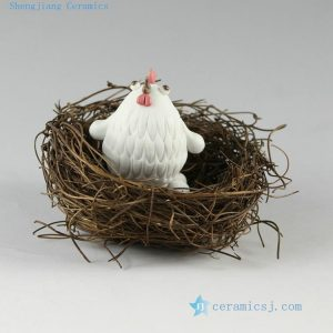 2C02 Hand made small hen sculpture