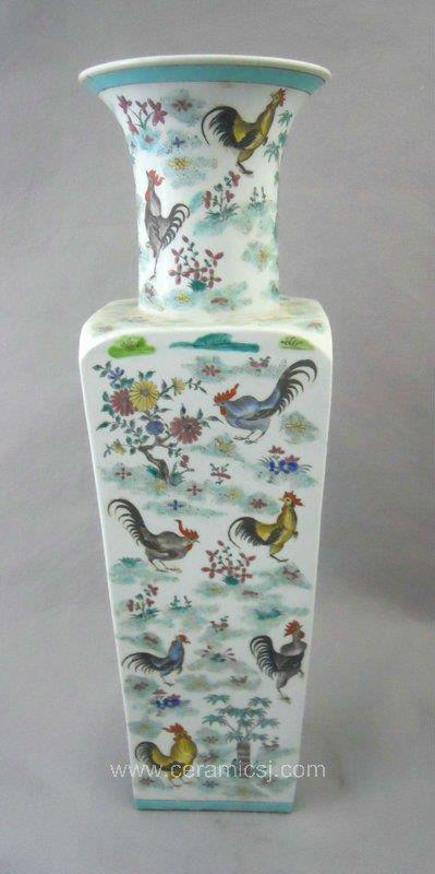 Qing Dynasty Famille rose chicken design Porcelain Vase WRYRF01
