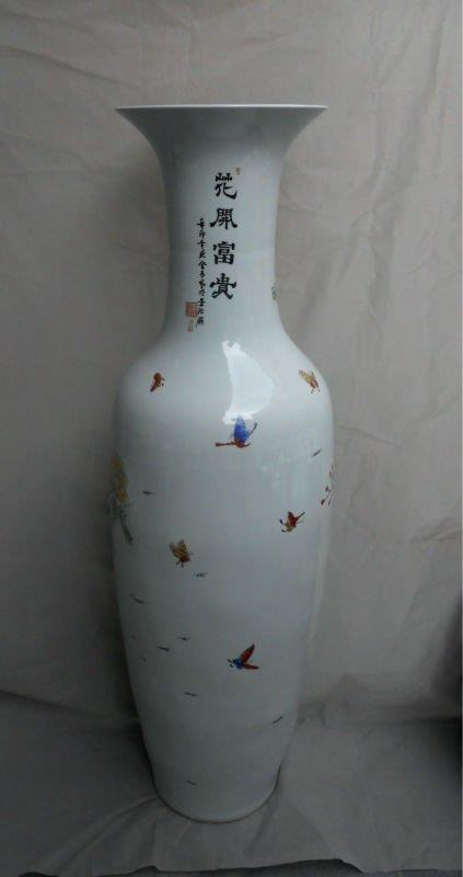 Chinese Porcelain Tall Vase WRYUL01