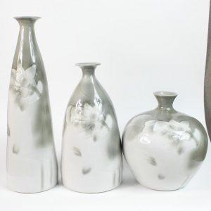 RYIE10 Set of 3 ceramic vases grey color carved floral design