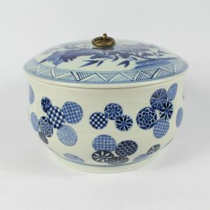 RYLE24 Jingdezhen blue white hand made Tea Jar painted floral with metal ring cover