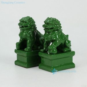 RYXP21-D/E/F-OLD Solid color glazed porcelain lion sclupture