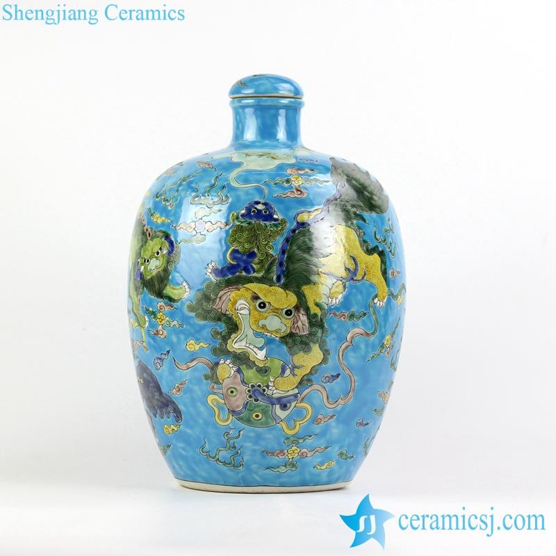 Jingdezhen hand paint Chinese traditional lions playing with silk ball pattern vase with lid