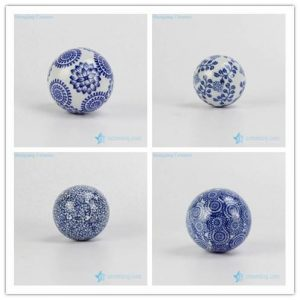 RYPU23-C/D/E/F Different floral pattern cute blue and white ceramic Christmas balls