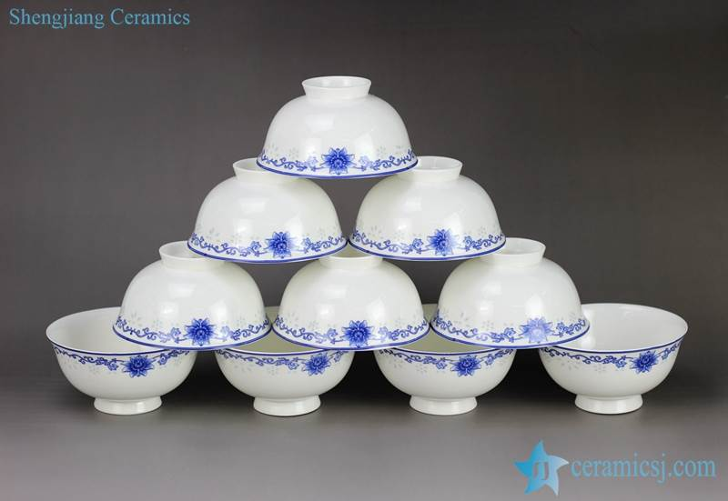 Floral pattern blue and white export ceramic dinner bowl