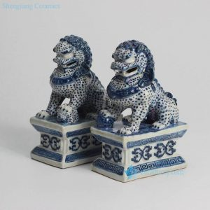 RYQA08 RYQA08-OLD Blue and white pair of ceramic sitting lions book end