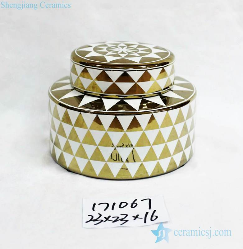 Trilateral pattern gold and white flat porcelain jar
