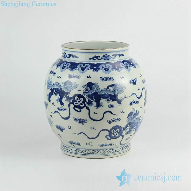 Hand paint China lion playing with silk ball pattern porcelain urn