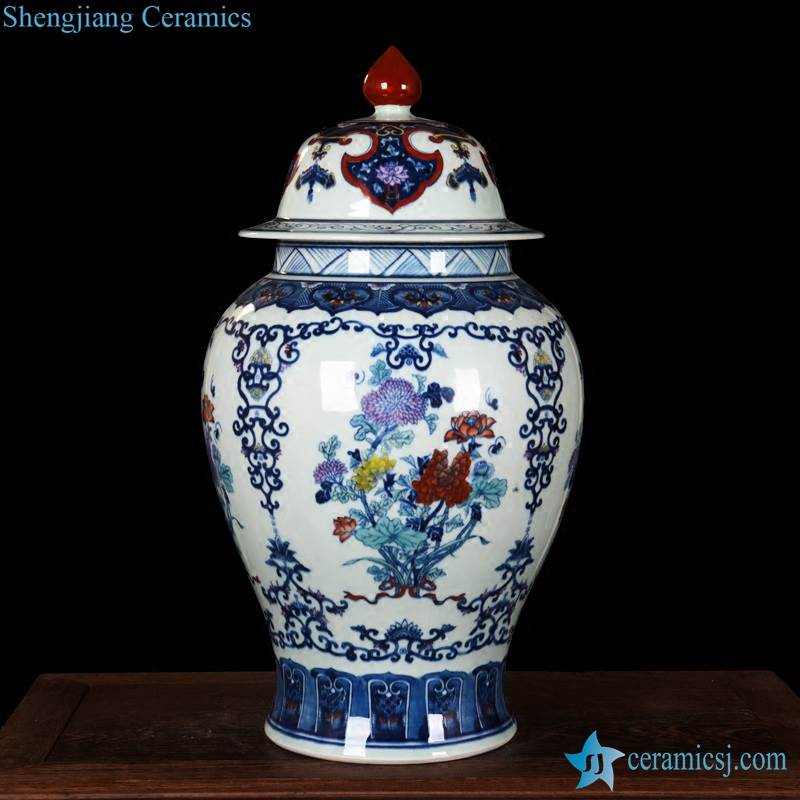 Exquisite hand drawing blue and white porcelain ginger jar