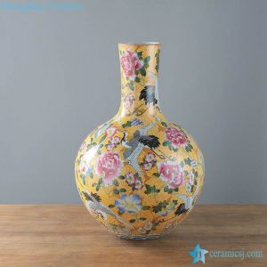 RYUY04   Hand painted collection style porcelain vase for show