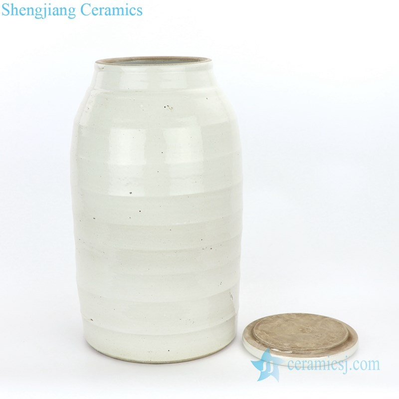 monochrome middle-sized ceramic tea jar