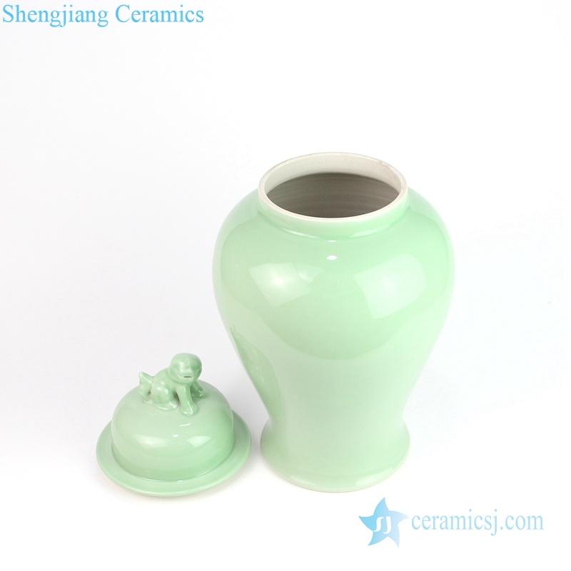 lion apex green porcelain jar
