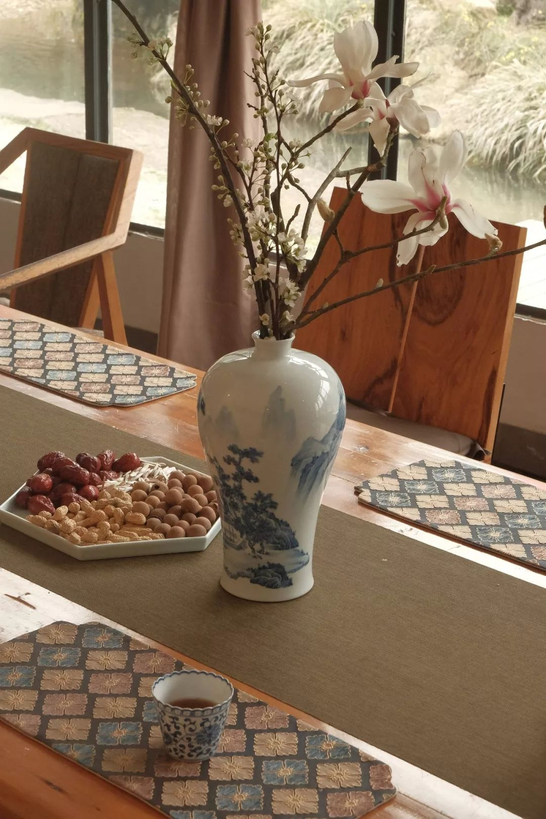 In addition to antique, ceramics should have another way