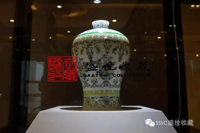 chinese Dou Cai picking pattern plum vase