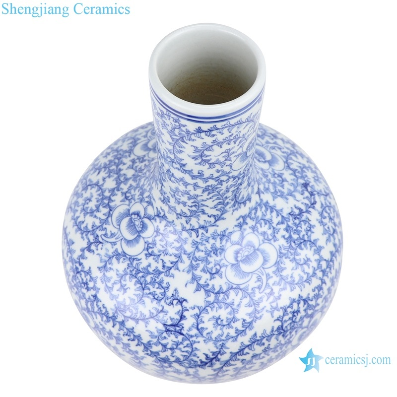 Jingdezhen Blue and white vase top view