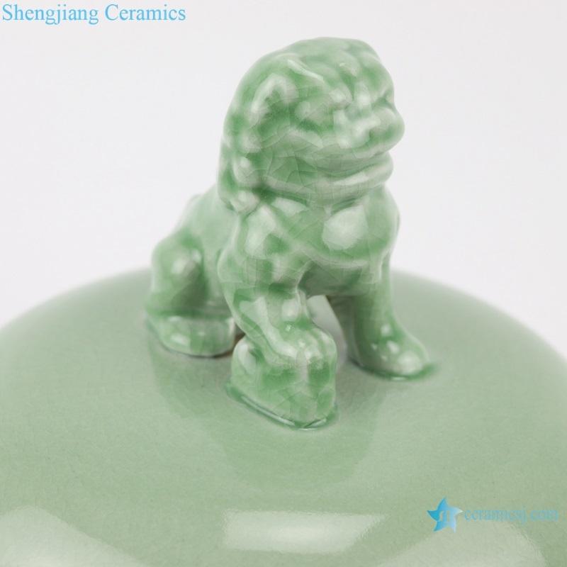 blue color glaze lion head lid general pot