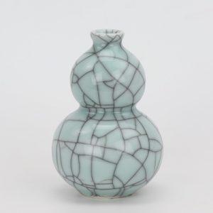 RYXC18-C Longquan celadon geyao crack glaze wire gourd vase small vase