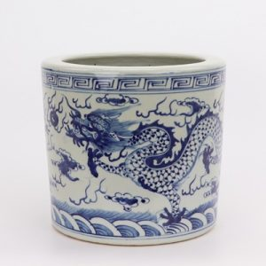 RZGC05 jingdezhen Blue and white cloud dragon sea water pen holder